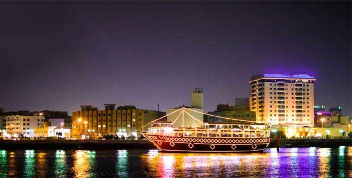 رحلة بحرية في خور دبي