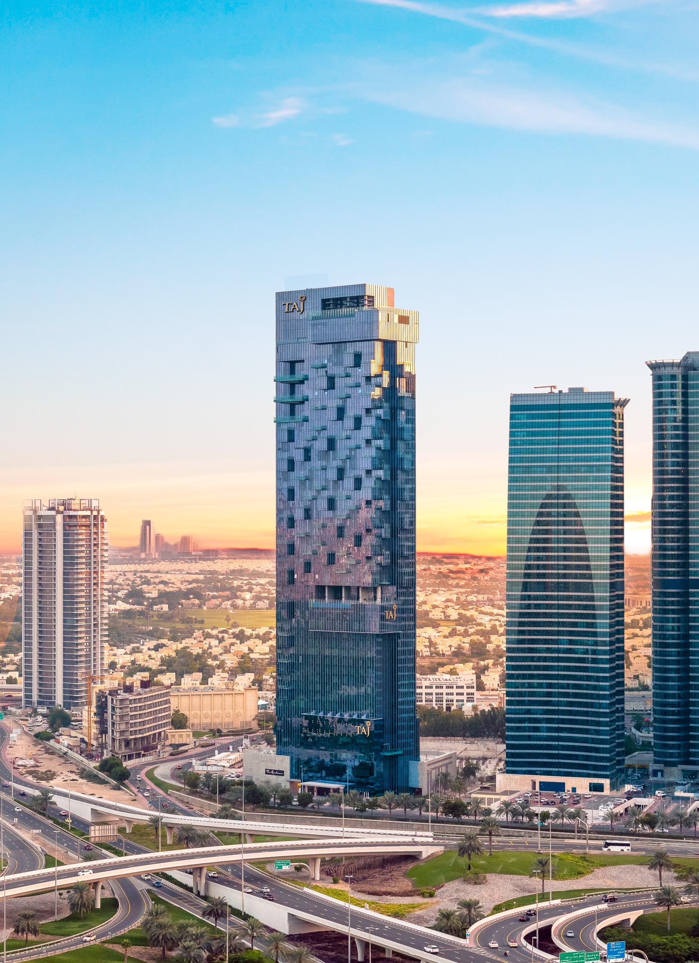 تاج أبراج بحيرات جميرا دبي
