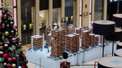Photo of فندق ذا إتش دبي يعرض مجسماً لشارع الشيخ زايد بالكعك والشوكولاتة