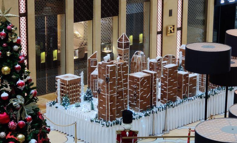 فندق ذا إتش دبي يعرض مجسماً لشارع الشيخ زايد بالكعك والشوكولاتة