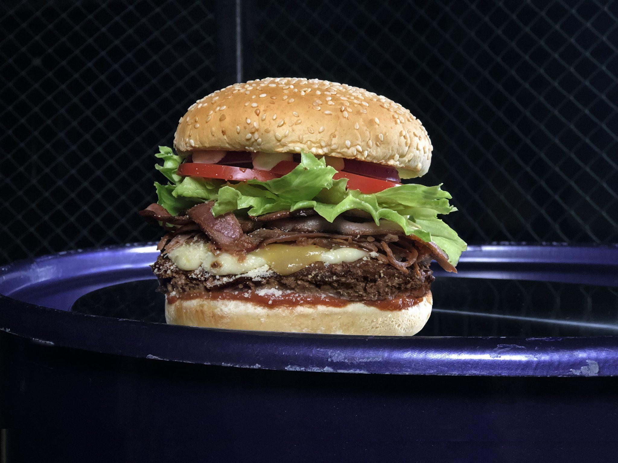 مطاعم برجر فيول تضيف برجر خيالي جديد الى قائمة طعامها