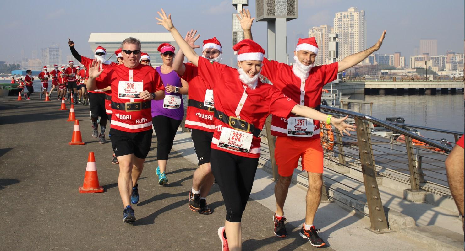 فعالية ذا سانتا ران في دبي dubai festival city santa run