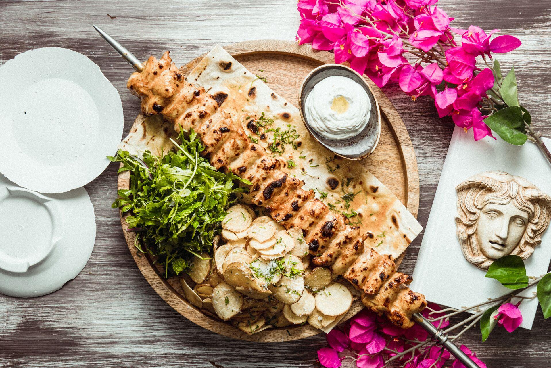 مطعم أوبا يقدم ألذ طبق دجاج كونتوسوفلي يمكنك تناوله في دبي - عين ...