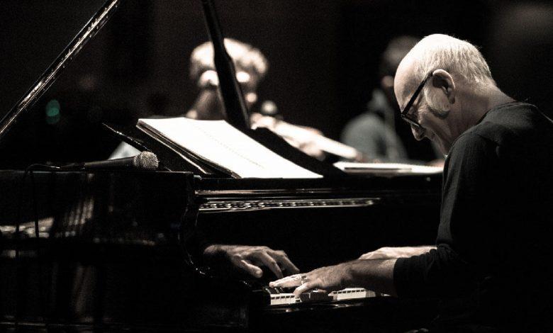 حفل عازف البيانو الإيطالي الشهير لودوفيكو إينودي في دبي خلال فبراير 2020
