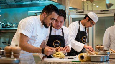 Photo of تعلموا تحضير لحم الولينغتون المميز خلال دورة الطهو من مطعم فيرف دبي
