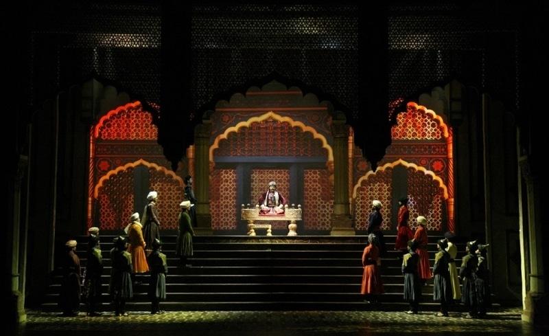 المسرحية الكلاسيكية المغولي الأعظم