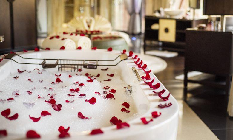منتجع الريتز-كارلتون رأس الخيمة يقدم تجربة رومانسية خلال عيد الحب 2020