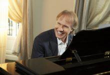 Photo of حفل عازف البيانو العالمي ريتشارد كلايدرمان في دبي خلال مارس 2020