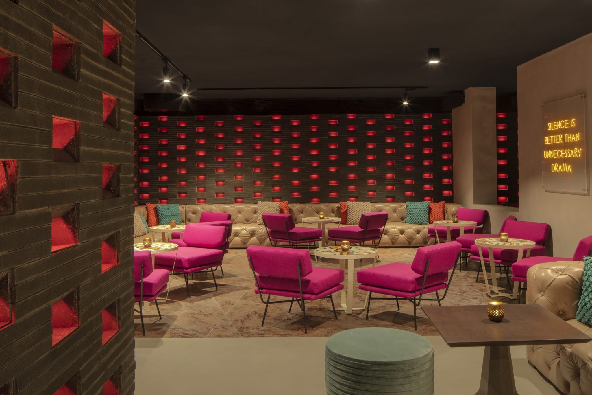 تعرفوا على KnoX ركن المشروبات الأحدث في دبي