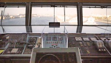 صورة سفينة الملكة إليزابيث 2 تقدم لضيوفها فرصة إستكشاف حجرة القيادة