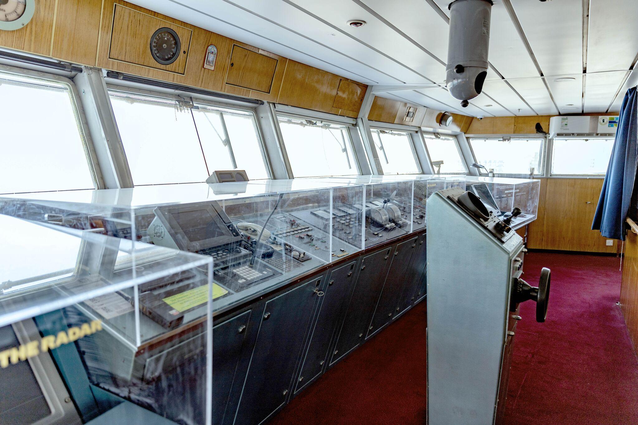 حجرة قيادة سفينة الملكة إليزابيث 2