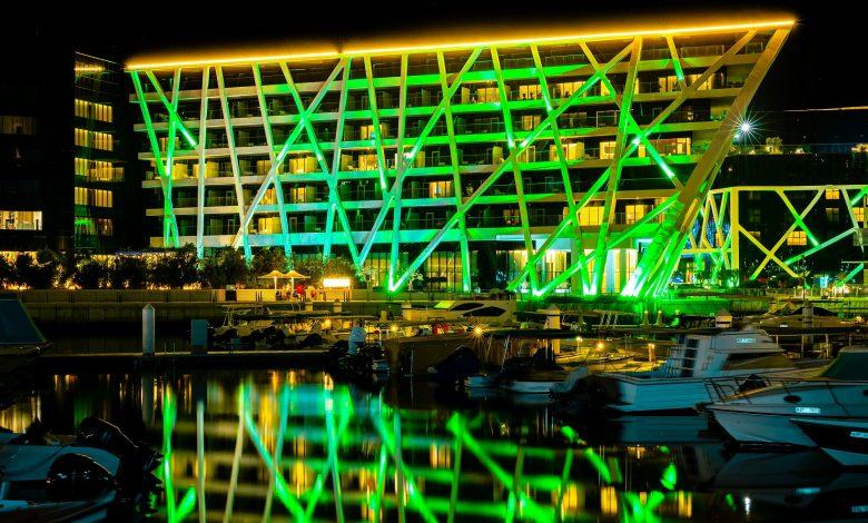 أشهر معالم الإمارات تضيء بالأخضر احتفالاً باليوم الوطني الأيرلندي 2020