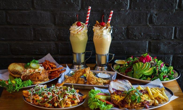 مطعم بلاك تاب يضيف أطباق جديدة الى قائمة طعامه