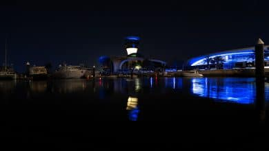 صورة جزيرة ياس تشارك في الحملة العالمية #LightItBlue