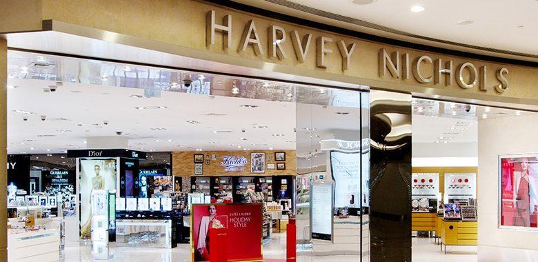 خدمة التسوق عبر الواتساب من هارفي نيكلز دبي