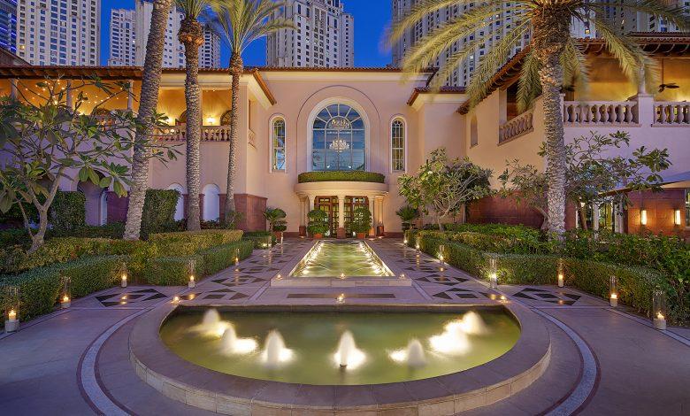 فندق الريتز-كارلتون دبي يقدم عرضين حصريين للمقيمين في دولة الإمارات