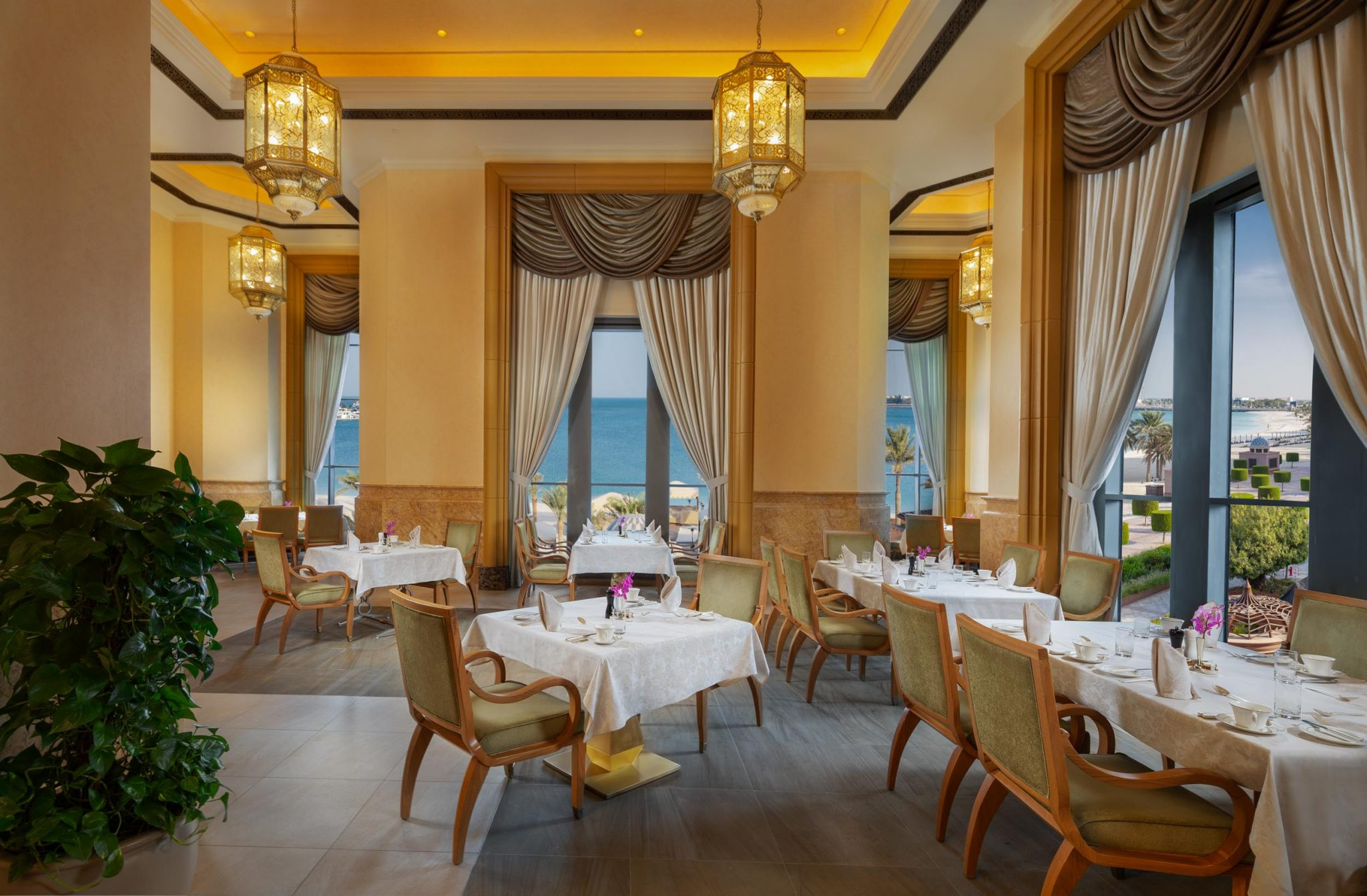 نظرة على مطعم لو فاندوم لابراسيري بفندق قصر الإمارات