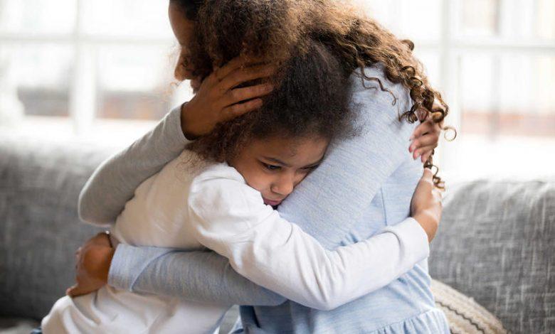 خمسة طرق لدعم نفسية طفلك عند شعوره بالقلق
