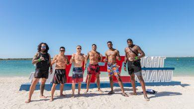 صورة رياضيّ يو إف سي يتدربون على رمال جزيرة ياس
