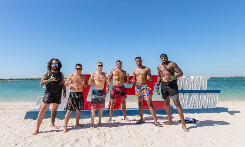 رياضيّ يو إف سي يتدربون على رمال جزيرة ياس