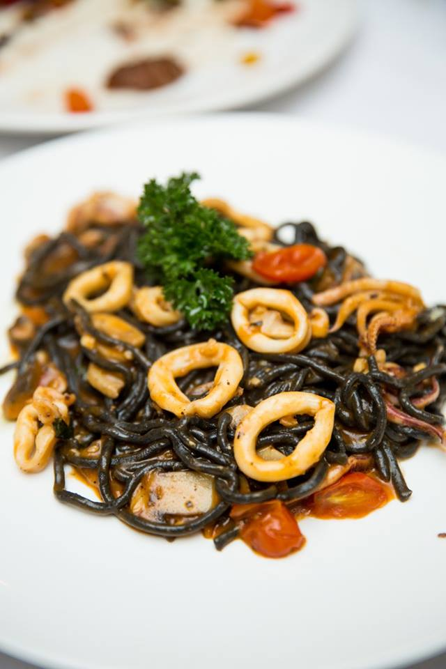 مطعم لاكي فيش دبي