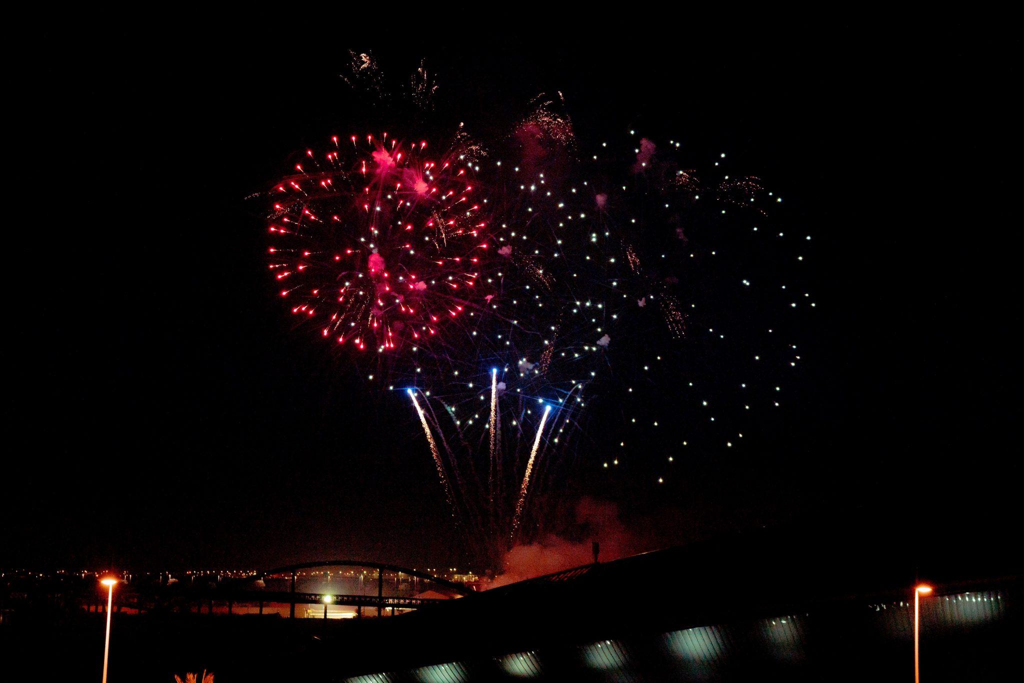 جزيرة ياس تحتفي باليوم الوطني لدولة الإمارات بعرض ألعاب نارية مميز وفعاليات استثنائية (2)