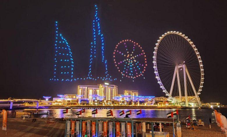 سماء دبي تتزين بعروض الدرون الضوئية خلال مهرجان دبي للتسوق 2020