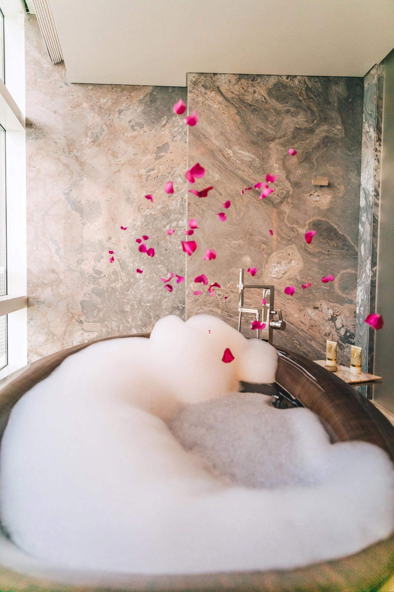 عروض فندق روزوود أبوظبي إحتفالاً بعيد الحب 2021