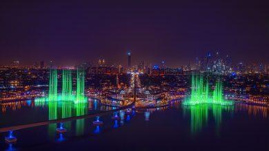 نخلة جميرا تضيء أكبر نافورة في العالم باللون الأخضر احتفالاً باليوم الوطني الأيرلندي (2)