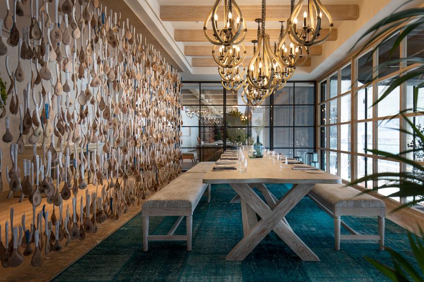 مطعم Bleu Blanc Oysters & Grill