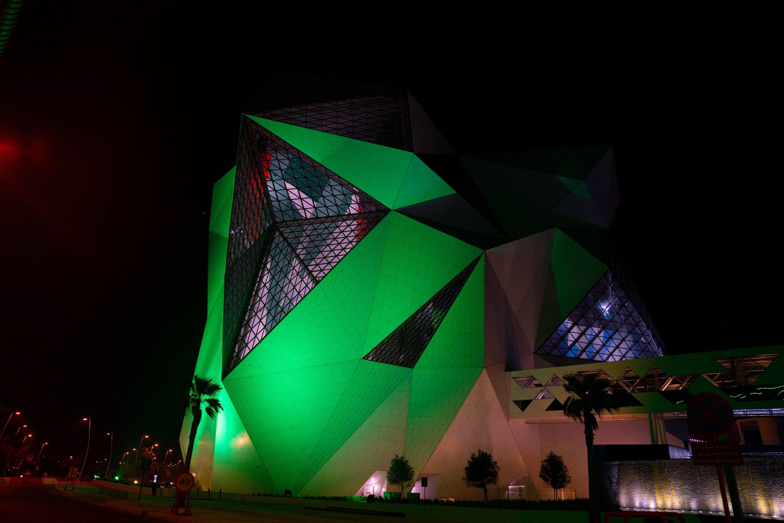 كلايم أبوظبي يضيء بألوان العلم السعودي