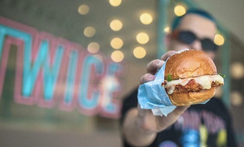 المطعم الأمريكي الشهير Twice يفتتح أبوابه في إمارة دبي